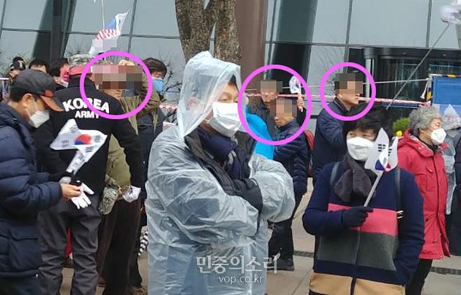 [ẢNH] Dịch COVID-19 diễn biến phức tạp, hàng ngàn người dân tại Seoul vẫn tuần hành bất chấp lệnh cấm tụ tập - Ảnh 6.