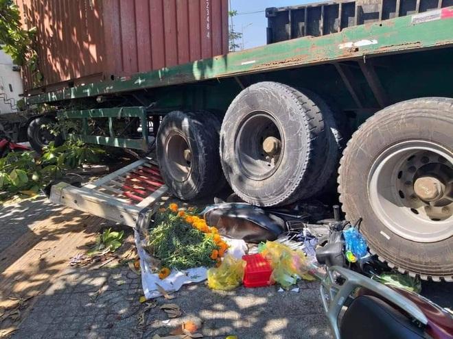 Container đâm hàng loạt xe máy, nhiều người thoát chết trong gang tấc ở Bà Rịa – Vũng Tàu - Ảnh 1.