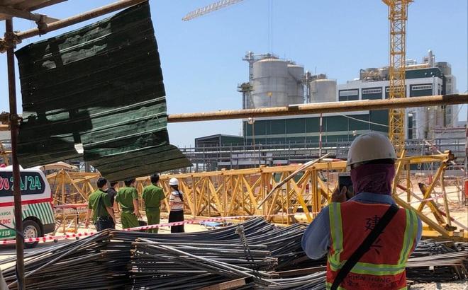 Nóng: Sập cần cẩu trong công trình đang xây dựng, 3 người chết, 3 người bị thương
