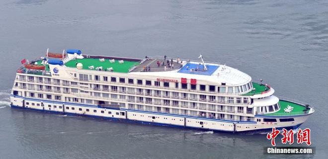 COVID-19 ảnh hưởng du lịch, TQ quyết định tận dụng du thuyền sang trọng làm nơi ở cho các y bác sĩ ở Vũ Hán - Ảnh 1.
