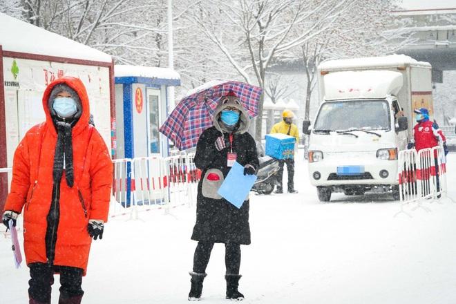 HQ phát hiện 1 nạn nhân nhiễm Covid-19 tử vong ở nhà riêng, nhiều người Seoul tổ chức biểu tình bất chấp dịch bệnh - Ảnh 1.