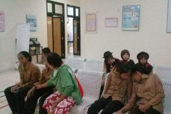 Đi cắm trại ven sông, hơn 250 học sinh bị lũ quét cuốn trôi - ảnh 4