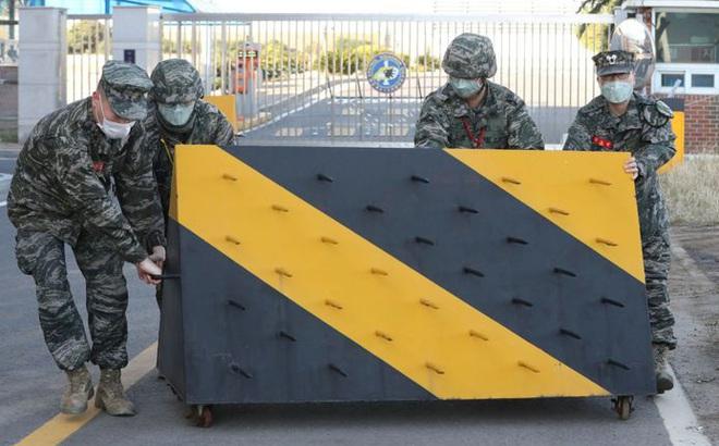 """Covid-19 """"tấn công"""" vào quân đội Hàn Quốc: Ít nhất 5 binh sĩ có kết quả dương tính, 1.300 lính được cách ly"""