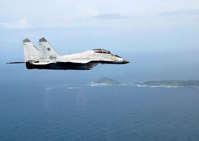 Thêm 1 MiG-29K của Hải quân Ấn Độ rơi ở biển Arab: Với tốc độ này bao giờ thì hết máy bay? - Ảnh 1.