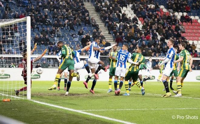 Báo Hà Lan tố VAR bỏ qua lỗi, Heerenveen phải nhận bàn thua oan trong trận hòa nghiệt ngã