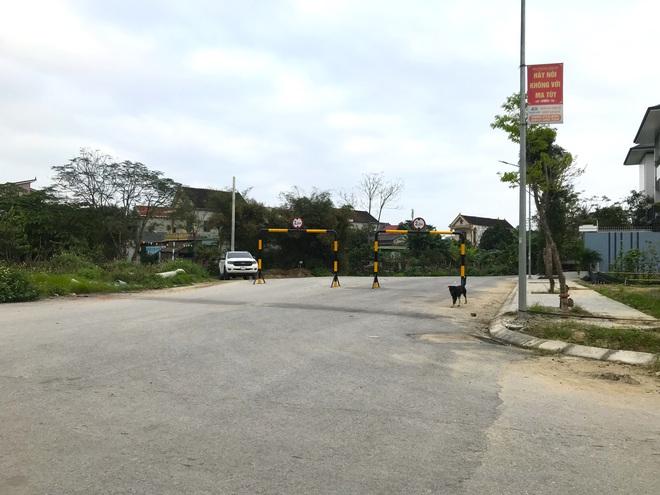 Doanh nghiệp tự ý dựng rào chắn đường vào khu đô thị, dân lo xe cứu hỏa không thể vào chữa cháy - Ảnh 7.