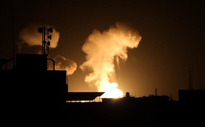 Lưỡng  đầu thọ địch: Vừa dọa bắn rơi máy bay Thổ, PK Syria bất ngờ bị Israel ra đòn hiểm? - Ảnh 1.