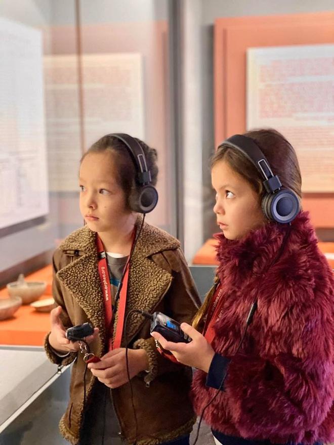 3 cặp sinh đôi nhà sao Việt nổi như cồn trên mạng xã hội: Bé con lai đã lớn phổng phao như thiếu nữ, bé cùng bố mẹ sống đầy trải nghiệm nơi trời Tây - Ảnh 15.