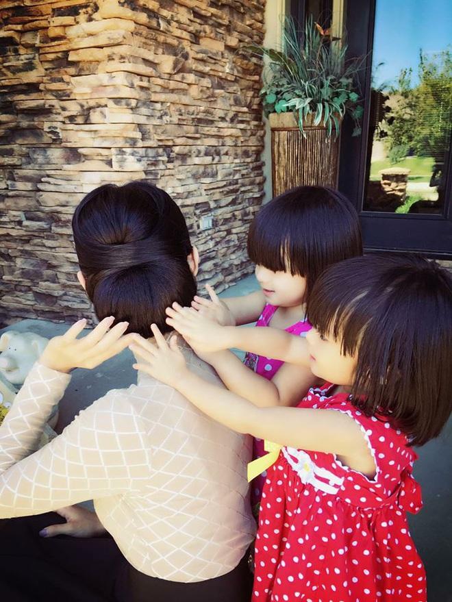 3 cặp sinh đôi nhà sao Việt nổi như cồn trên mạng xã hội: Bé con lai đã lớn phổng phao như thiếu nữ, bé cùng bố mẹ sống đầy trải nghiệm nơi trời Tây - Ảnh 28.
