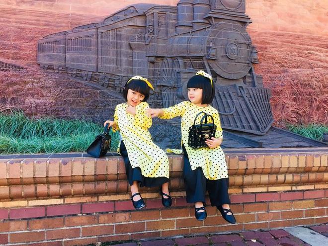 3 cặp sinh đôi nhà sao Việt nổi như cồn trên mạng xã hội: Bé con lai đã lớn phổng phao như thiếu nữ, bé cùng bố mẹ sống đầy trải nghiệm nơi trời Tây - Ảnh 29.