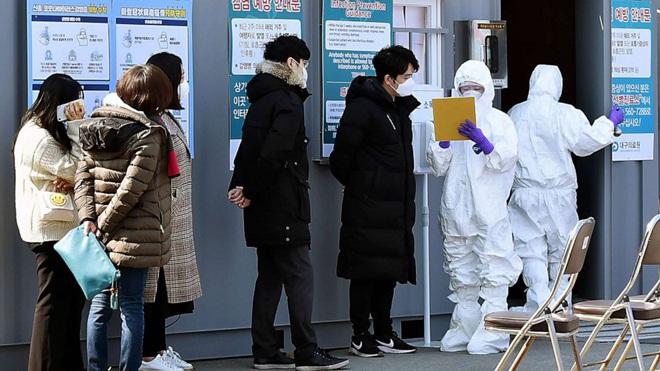 Nhiều người Hàn Quốc thờ ơ với khẩu trang giữa dịch corona vì tâm lý chắc virus nó chừa mình ra - Ảnh 1.