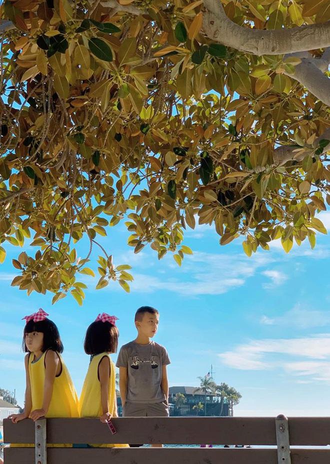 3 cặp sinh đôi nhà sao Việt nổi như cồn trên mạng xã hội: Bé con lai đã lớn phổng phao như thiếu nữ, bé cùng bố mẹ sống đầy trải nghiệm nơi trời Tây - Ảnh 27.