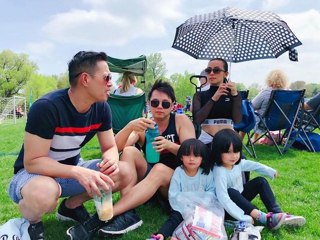 3 cặp sinh đôi nhà sao Việt nổi như cồn trên mạng xã hội: Bé con lai đã lớn phổng phao như thiếu nữ, bé cùng bố mẹ sống đầy trải nghiệm nơi trời Tây - Ảnh 30.