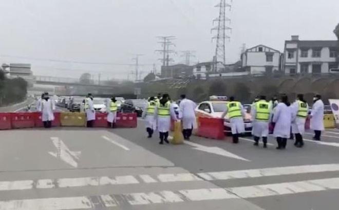 Vũ Hán: Buổi sáng nới phong tỏa, cho phép một số người rời thành phố, buổi chiều rút lại quyết định