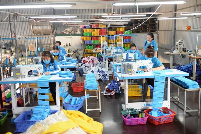 Đôi vợ chồng ở Hà Nội chi hơn 200 triệu đồng may 40.000 khẩu trang phát miễn phí - Ảnh 12.