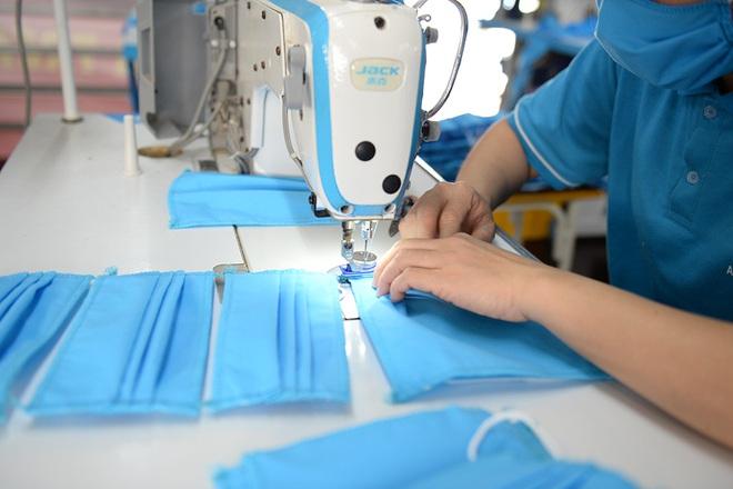 Đôi vợ chồng ở Hà Nội chi hơn 200 triệu đồng may 40.000 khẩu trang phát miễn phí - Ảnh 11.
