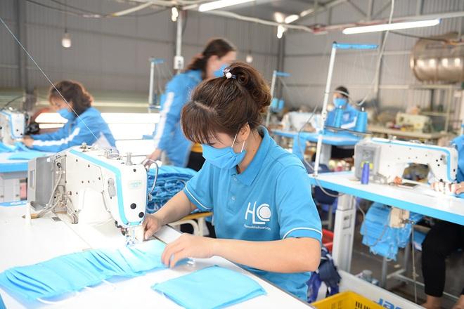Đôi vợ chồng ở Hà Nội chi hơn 200 triệu đồng may 40.000 khẩu trang phát miễn phí - Ảnh 10.