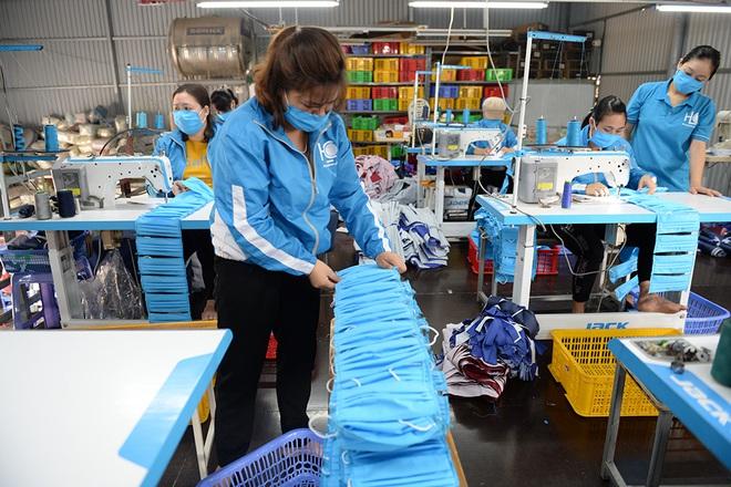 Đôi vợ chồng ở Hà Nội chi hơn 200 triệu đồng may 40.000 khẩu trang phát miễn phí - Ảnh 13.