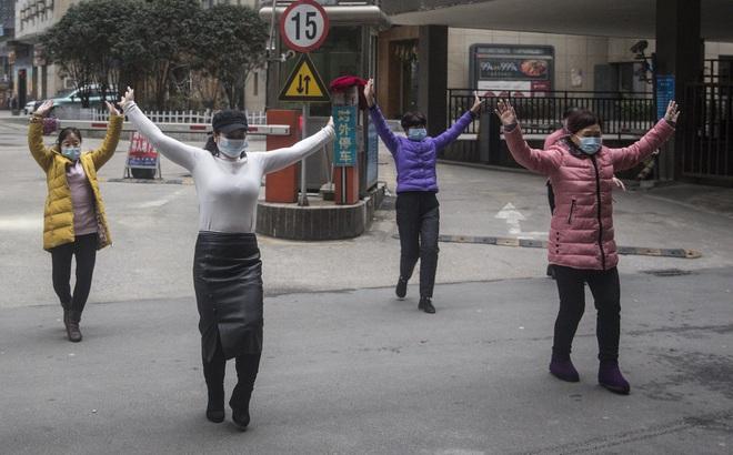"""[VIDEO] Trẻ em châu Phi cổ vũ Trung Quốc bằng điệu múa """"Vũ Hán cố lên"""""""