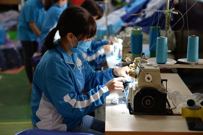 Đôi vợ chồng ở Hà Nội chi hơn 200 triệu đồng may 40.000 khẩu trang phát miễn phí - Ảnh 4.
