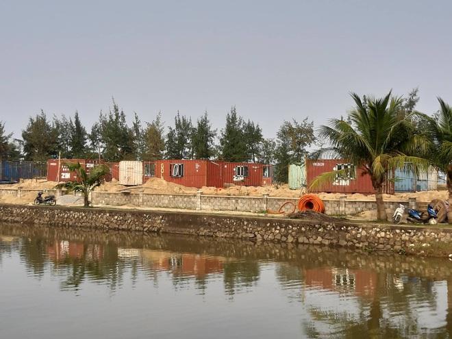 Được cho làm lều, doanh nghiệp tự ý đổ bê tông dựng cả trăm nhà bằng container trong rừng? - Ảnh 2.
