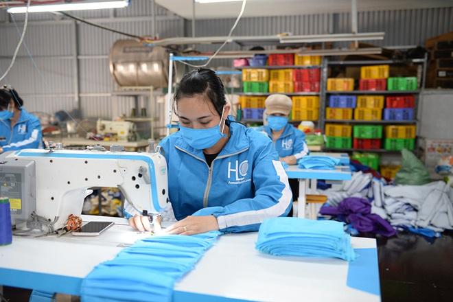 Đôi vợ chồng ở Hà Nội chi hơn 200 triệu đồng may 40.000 khẩu trang phát miễn phí - Ảnh 8.