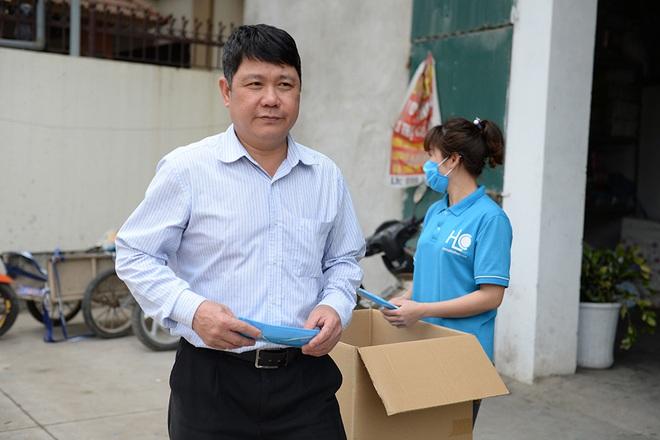 Đôi vợ chồng ở Hà Nội chi hơn 200 triệu đồng may 40.000 khẩu trang phát miễn phí - Ảnh 25.