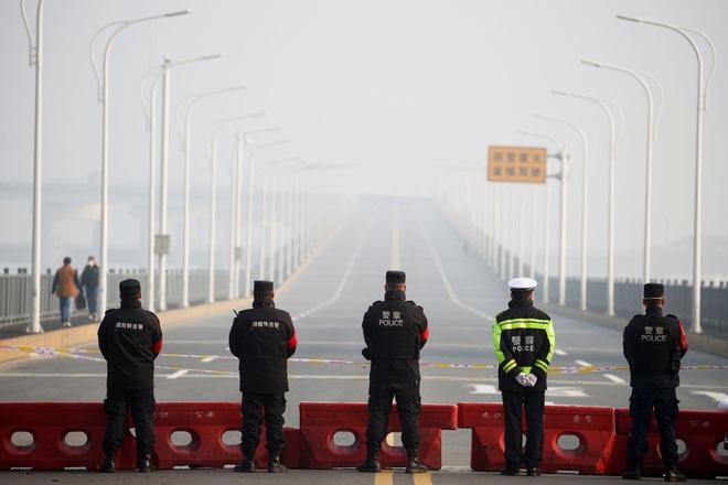 Trung Quốc trừng phạt quan chức tự ý thông báo nới lỏng lệnh phong tỏa Vũ Hán - Ảnh 1.