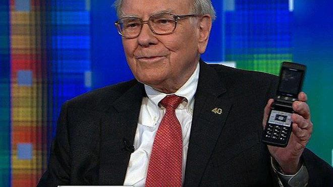 Tỷ phú Warren Buffett cuối cùng cũng mua một chiếc iPhone - Ảnh 1.