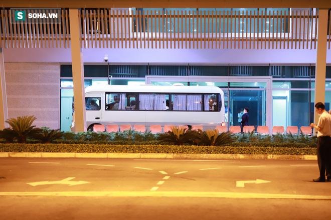 [Ảnh] Đoàn khách Hàn Quốc rời Đà Nẵng, trở về Seoul lúc nửa đêm - Ảnh 5.