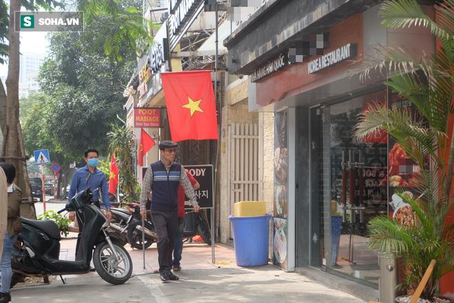 Cảnh khác lạ phía trong các khu mua sắm, ăn uống Hàn Quốc ở Hà Nội mùa dịch Covid-19 - Ảnh 11.