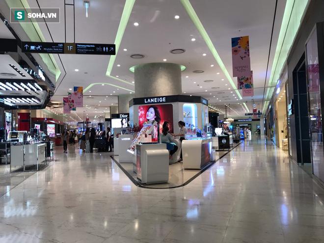 Cảnh khác lạ phía trong các khu mua sắm, ăn uống Hàn Quốc ở Hà Nội mùa dịch Covid-19 - Ảnh 1.