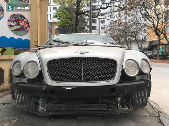 """Cận cảnh siêu xe Bentley Continental bị chủ nhân """"bỏ hoang"""" tới rỉ sét tại Hà Nội - Ảnh 1."""
