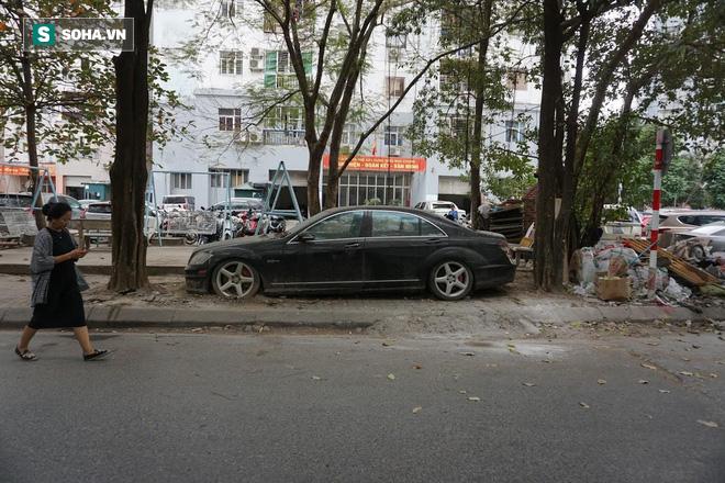 """Cận cảnh siêu xe Bentley Continental bị chủ nhân """"bỏ hoang"""" tới rỉ sét tại Hà Nội - Ảnh 9."""