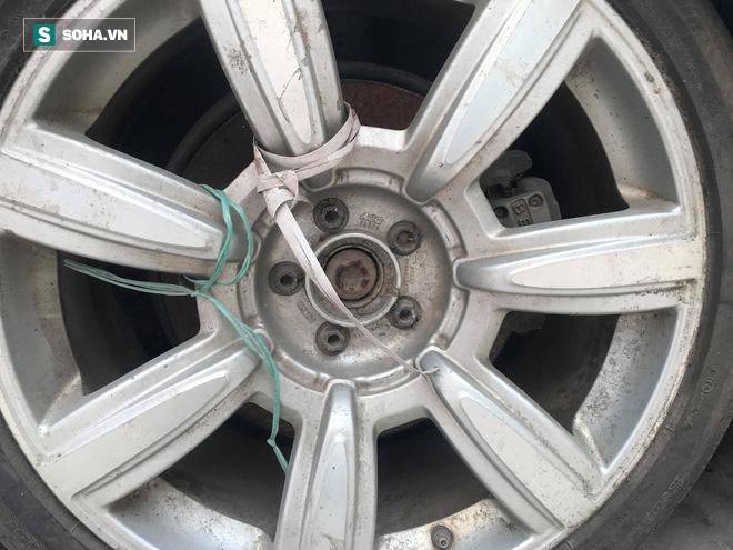 """Cận cảnh siêu xe Bentley Continental bị chủ nhân """"bỏ hoang"""" tới rỉ sét tại Hà Nội - Ảnh 6."""