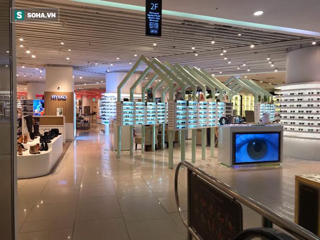 Cảnh khác lạ phía trong các khu mua sắm, ăn uống Hàn Quốc ở Hà Nội mùa dịch Covid-19 - Ảnh 2.