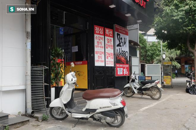 Cảnh khác lạ phía trong các khu mua sắm, ăn uống Hàn Quốc ở Hà Nội mùa dịch Covid-19 - Ảnh 12.