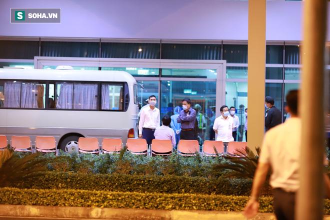 [Ảnh] Đoàn khách Hàn Quốc rời Đà Nẵng, trở về Seoul lúc nửa đêm - Ảnh 6.