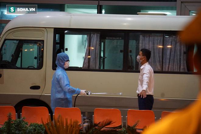 [Ảnh] Đoàn khách Hàn Quốc rời Đà Nẵng, trở về Seoul lúc nửa đêm - Ảnh 7.