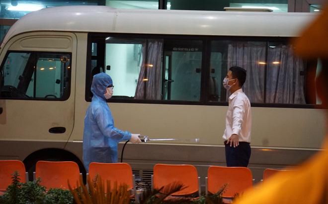 [Ảnh] Đoàn khách Hàn Quốc rời Đà Nẵng, trở về Seoul lúc nửa đêm