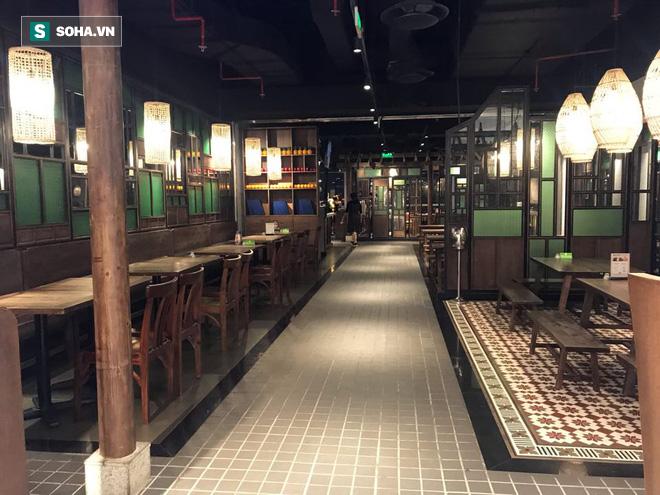 Cảnh khác lạ phía trong các khu mua sắm, ăn uống Hàn Quốc ở Hà Nội mùa dịch Covid-19 - Ảnh 4.