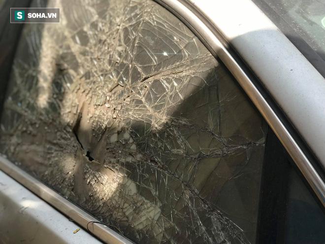 """Cận cảnh siêu xe Bentley Continental bị chủ nhân """"bỏ hoang"""" tới rỉ sét tại Hà Nội - Ảnh 5."""