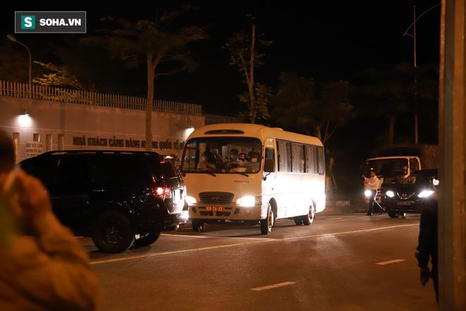 [Ảnh] Đoàn khách Hàn Quốc rời Đà Nẵng, trở về Seoul lúc nửa đêm - Ảnh 2.