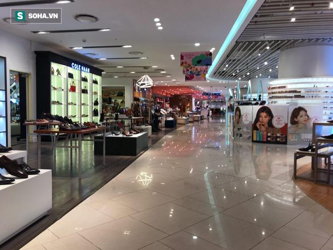Cảnh khác lạ phía trong các khu mua sắm, ăn uống Hàn Quốc ở Hà Nội mùa dịch Covid-19 - Ảnh 9.