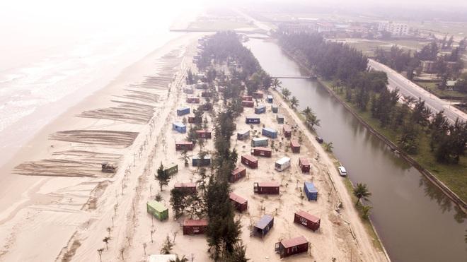 Cận cảnh cả trăm nhà bằng container trái phép trong rừng phòng hộ ven biển Xuân Thành - Ảnh 1.