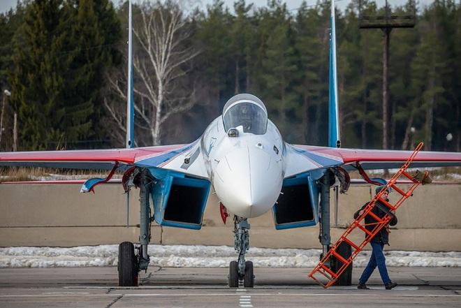 Mãn nhãn với khả năng tác chiến của vua chiến trường Syria Su-35S - Ảnh 1.