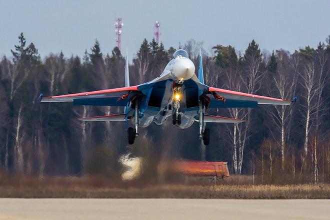Mãn nhãn với khả năng tác chiến của vua chiến trường Syria Su-35S - Ảnh 11.