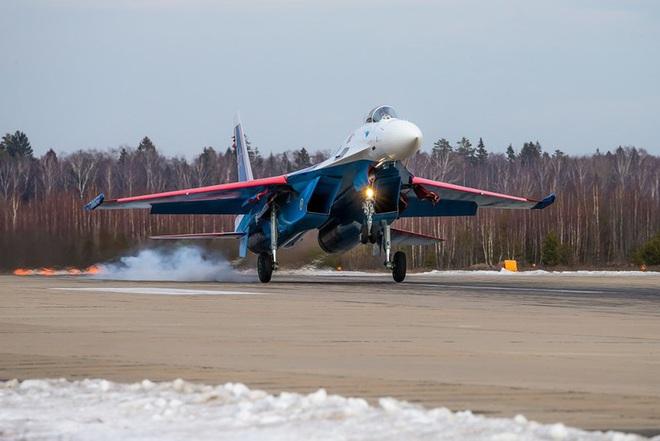 Mãn nhãn với khả năng tác chiến của vua chiến trường Syria Su-35S - Ảnh 12.