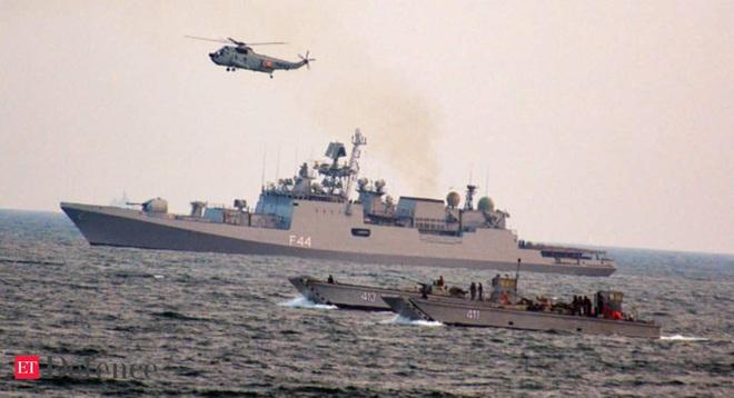 Tàu ngầm Nga phô diễn sức mạnh tại một quốc gia Đông Nam Á trong sự kiện hải quân cực lớn - Ảnh 1.