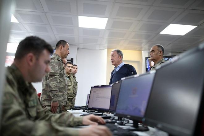 Thổ Nhĩ Kỳ tấn công trả đũa phá hủy 23 xe tăng, 5 trực thăng,  18 xe thiết giáp Syria - NATO họp khẩn cấp - Ảnh 1.